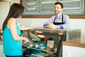 femme, achat, pâtisseries photo