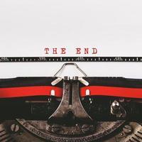 le texte de fin sur une vieille machine à écrire