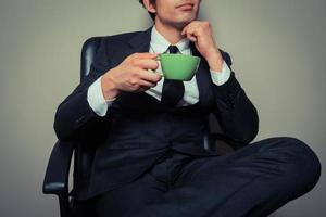 homme d'affaires, boire du café photo