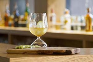 cocktails à l'intérieur du bar