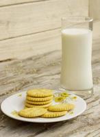 matin, boire du lait frais photo