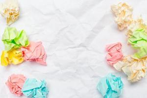 tampons de papier froissé avec du papier vierge photo