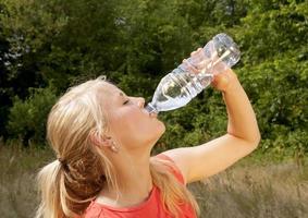 femme, eau potable photo