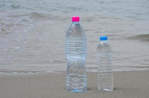 eau potable sur la plage photo