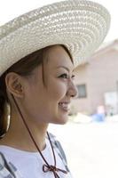 femme, porter, chapeau paille photo