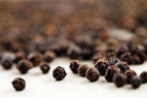 Image macro de grains de poivre noir photo