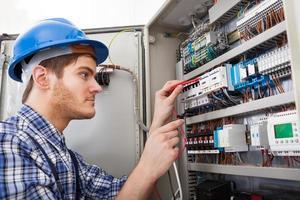 technicien, examiner, fusible, boîte, multimètre, sonde photo