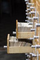 boîtes ouvertes dans la bibliothèque d'archives photo