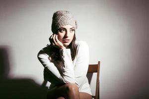 fille avec un chapeau en laine photo