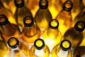 bouteilles de bière en verre vides photo