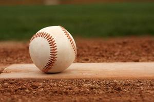 baseball sur le monticule des pichets photo
