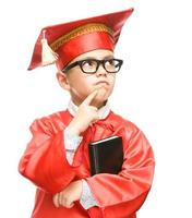 mignon garçon tient le livre photo