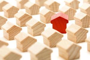 maison en bois unique en groupe vous regarde photo