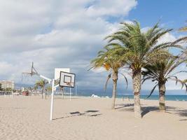 grande plage de sable d'Alicante photo