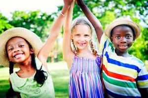 diversité enfants enfance amitié gai concept photo