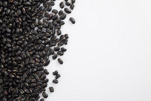 haricots noirs avec copie espace blanc