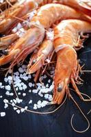 crevettes appétissantes avec copie espace photo