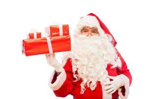 Père Noël avec des cadeaux isolé sur blanc, avec copie espace photo