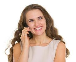 femme souriante, parler téléphone portable, et, regarder, espace copie