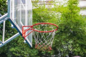 panier de basket dans le parc