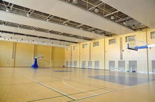 terrain de basket couvert photo