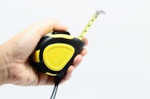 main humaine avec ruban à mesurer photo