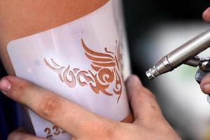 tatouage de brosse à air photo