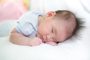 bébé fermé photo