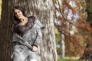 jeune femme, à, automne, parc