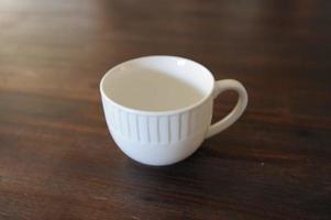 tasse blanche se bouchent. photo