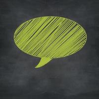 bulle de dialogue craie verte sur tableau noir grunge photo