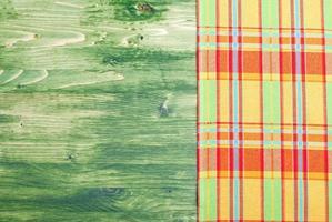 serviette sur un tableau vert à droite, l'espace gauche