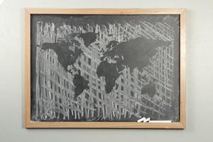 carte du monde tableau noir