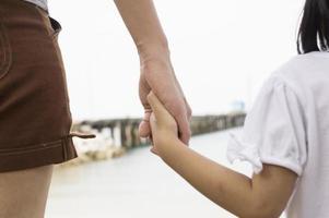 amour relation soins parentales coeur en plein air mains concept photo
