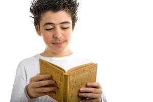 mignon, garçon, lit, liège brun, livre blanc, sourire photo