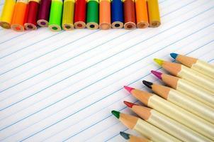 papeterie et papier de cahier avec des lignes. photo