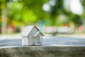 modèle de maison en papier. photo