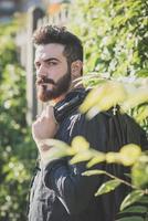 jeune, beau, séduisant, modèle barbu, homme photo