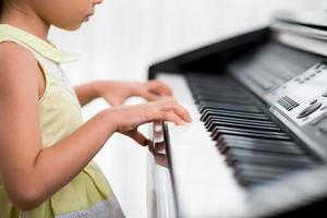 pratiquer le piano photo