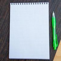 bloc-notes vierge avec stylo photo
