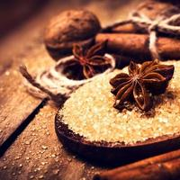 cassonade, épices, cannelle, anis étoilé et noix