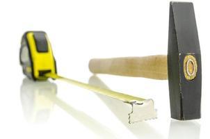 ruban à mesurer et marteau photo
