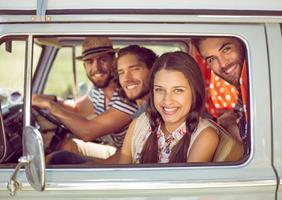 amis hipster sur road trip photo