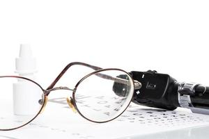 ophthalmoskop, sehtest und brille photo