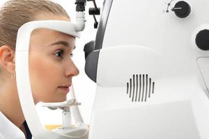 yeux sains, examen ophtalmique en cabinet photo