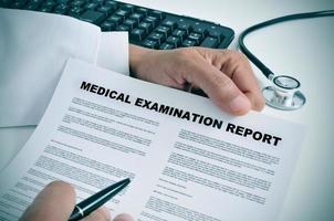 rapport d'examen médical photo