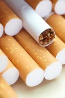 cigarettes avec un filtre brun close-up photo