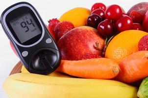 glucomètre avec fruits et légumes, alimentation saine, diabète