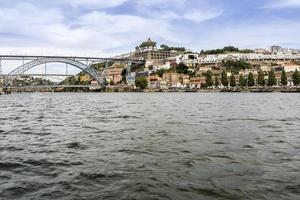 vue sur le pont dom luiz et la rivière gaia, porto cityscape.