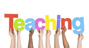 groupe, multiethnique, mains, tenue, enseignement photo
